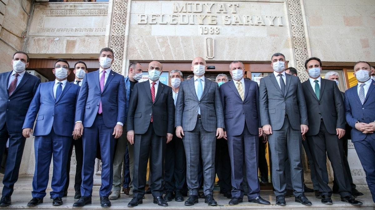 Ulaştırma ve Altyapı Bakanı Karaismailoğlu, Mardin'in ilçelerinde incelemelerde bulundu
