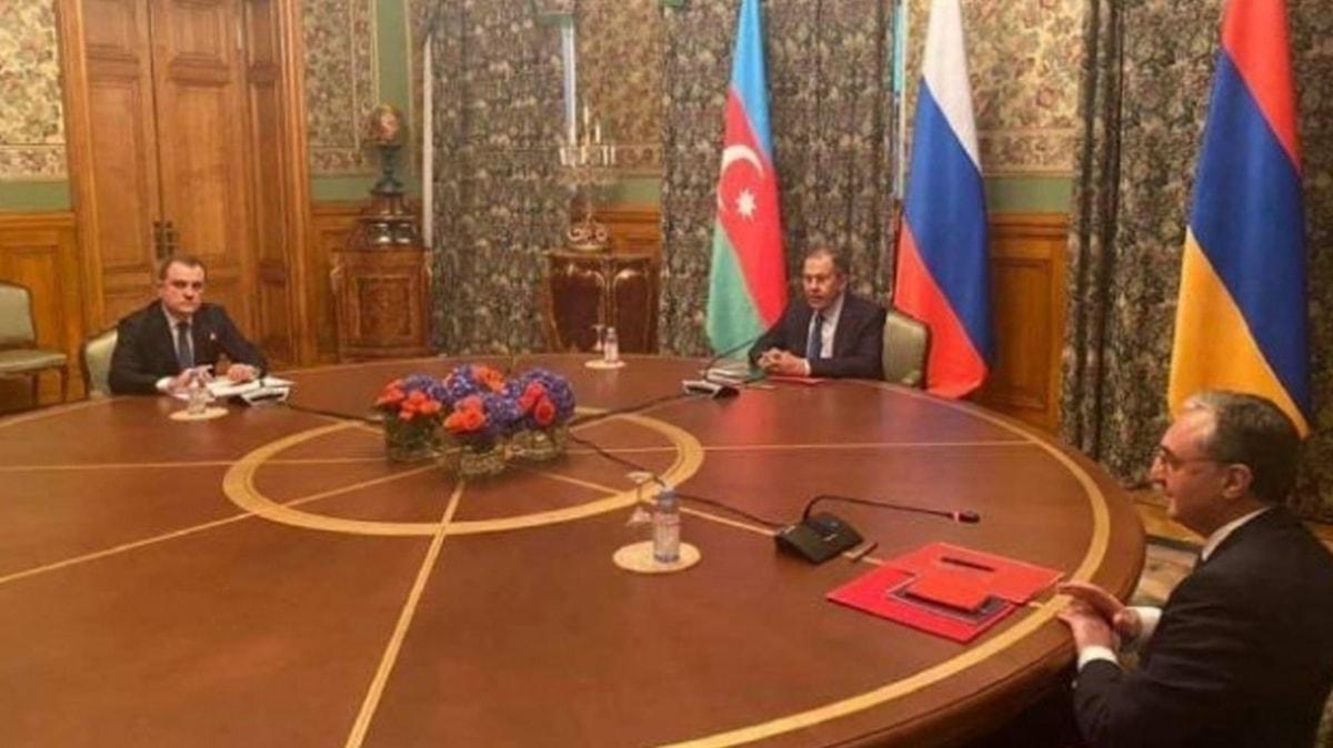 Azerbaycan ve işgalci Ermenistan yetkileri Moskova'da bir araya geldi