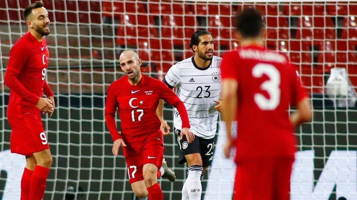 Efecan Karaca, Rusya maçında ilk 11'e