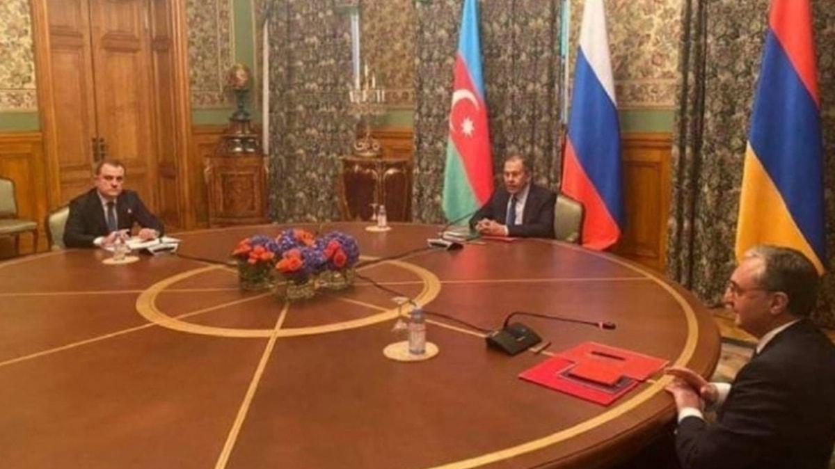 Dağlık Karabağ'da Azerbaycan ve Ermenistan ateşkese varılması konusunda anlaşmaya vardı