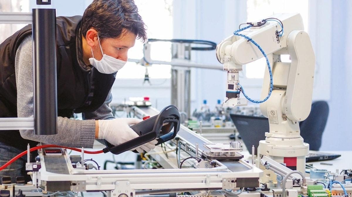 Verimlilik Türk şirkete emanet... KOBİ'lere robotik kol Afrika'ya enerji modülü