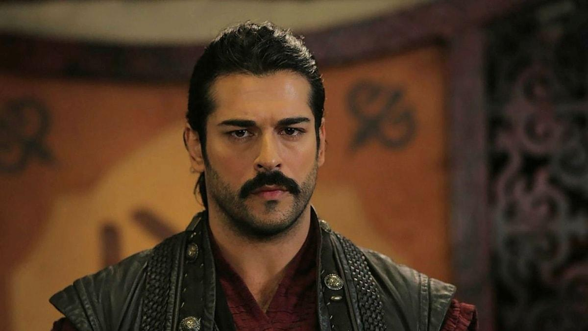 Kuruluş Osman'ın yıldızı Burak Özçivit'in kardeşiyle benzerliği şaşırttı!