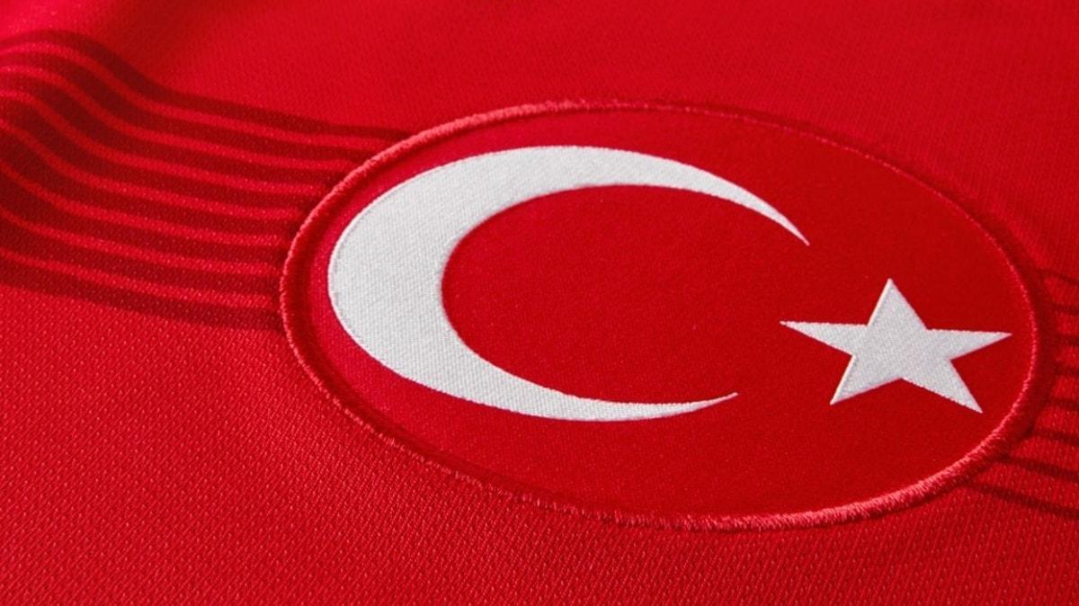 A Milli Kadın Futbol Takımı, Antalya'da kampa girdi