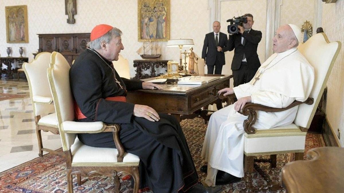 Cinsel istismardan 6 yıl hapis yemişti... Tacizci Kardinal Papa ile buluştu