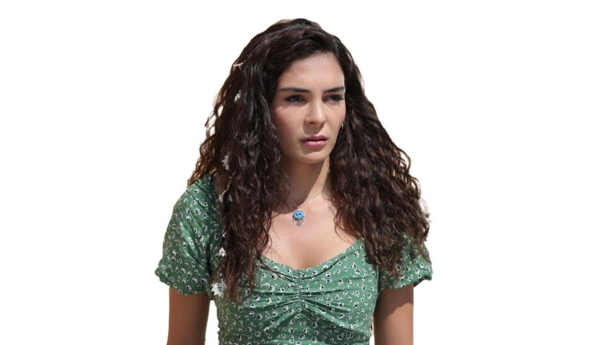 Hercai'nin Reyyan'ı Ebru Şahin doğal pozları ile büyüledi!