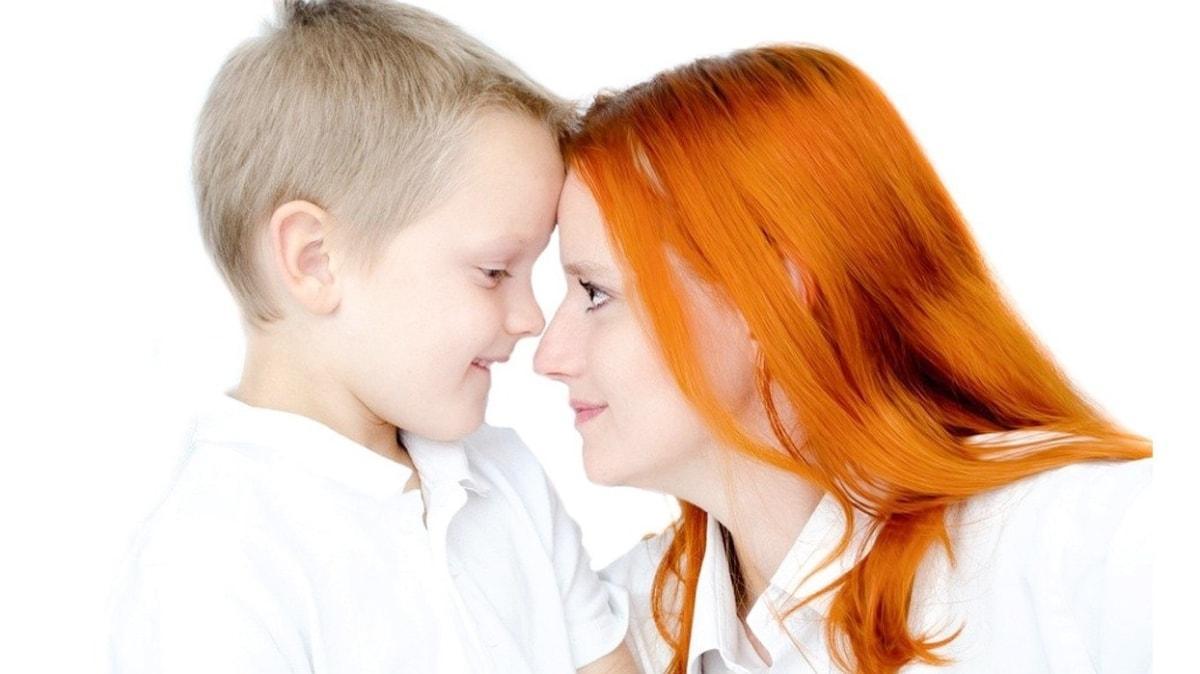 Ailelerin hatalı davranışları kekemeliği tetikliyor