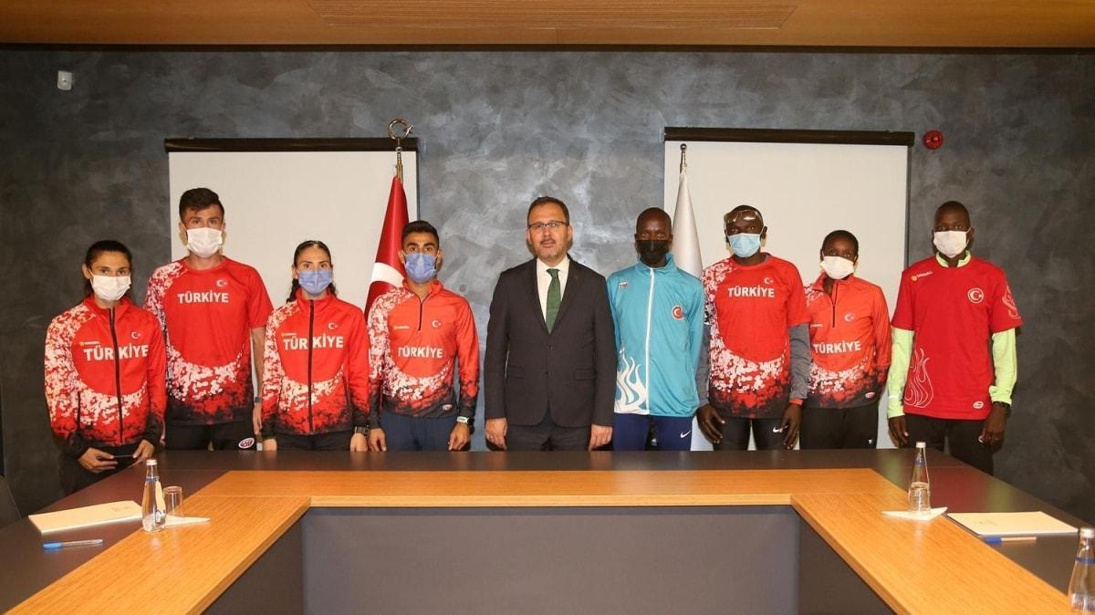 Bakan Kasapoğlu, milli atletleri kabul etti