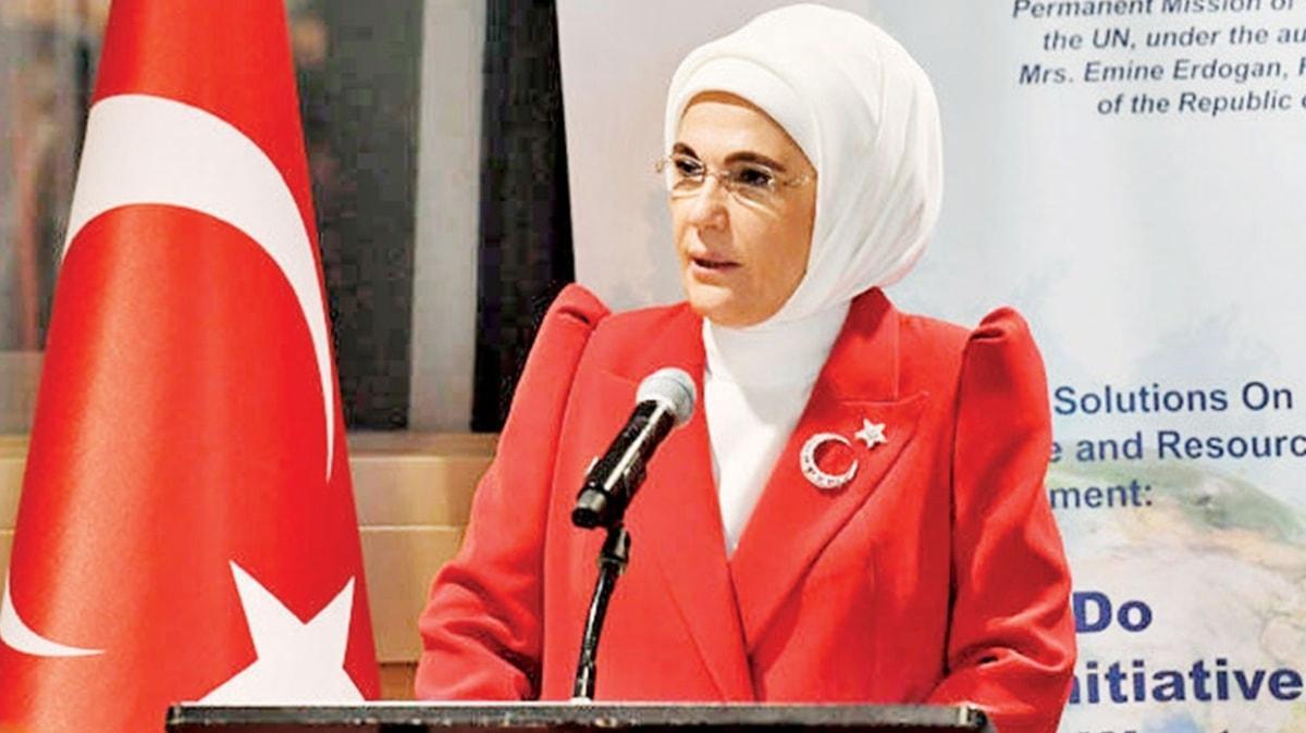 Emine Erdoğan'dan eğitime 100 bilgisayar
