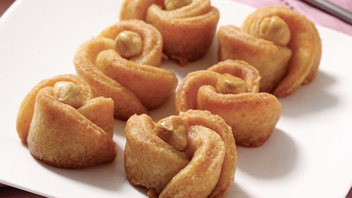 Pratik lezzet limonlu gül tatlısı tarifi! Gül tatlısının şekli