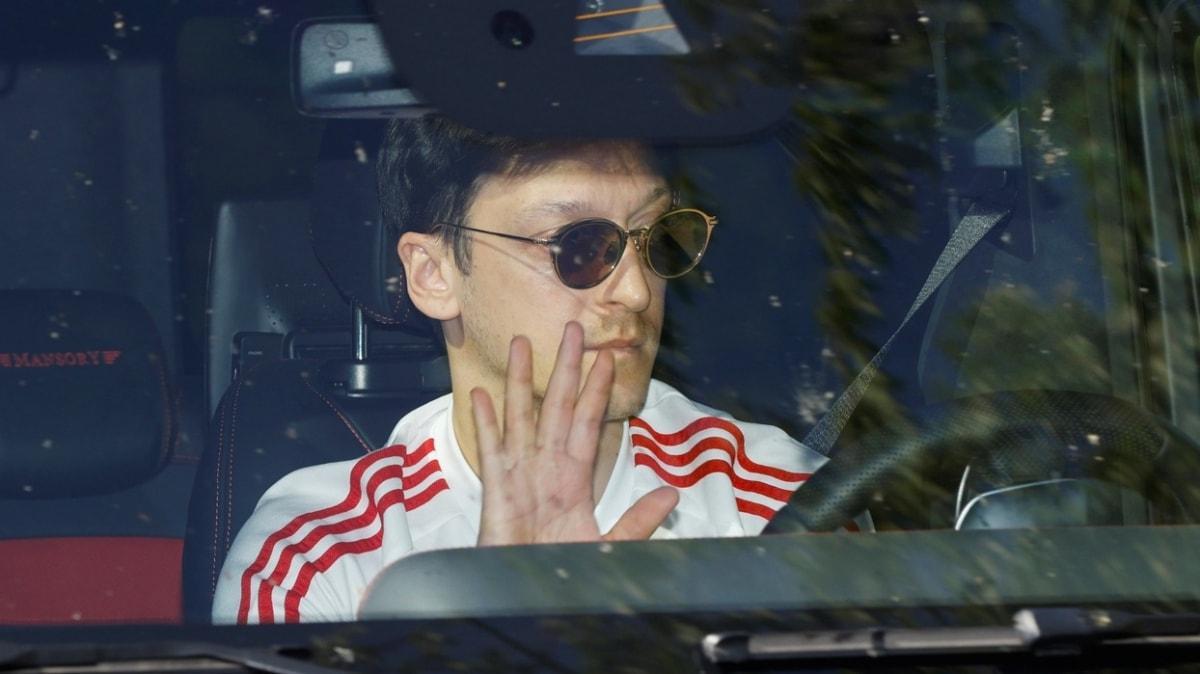 Arsenalli taraftarlar Mesut Özil için imza kampanyası başlattı