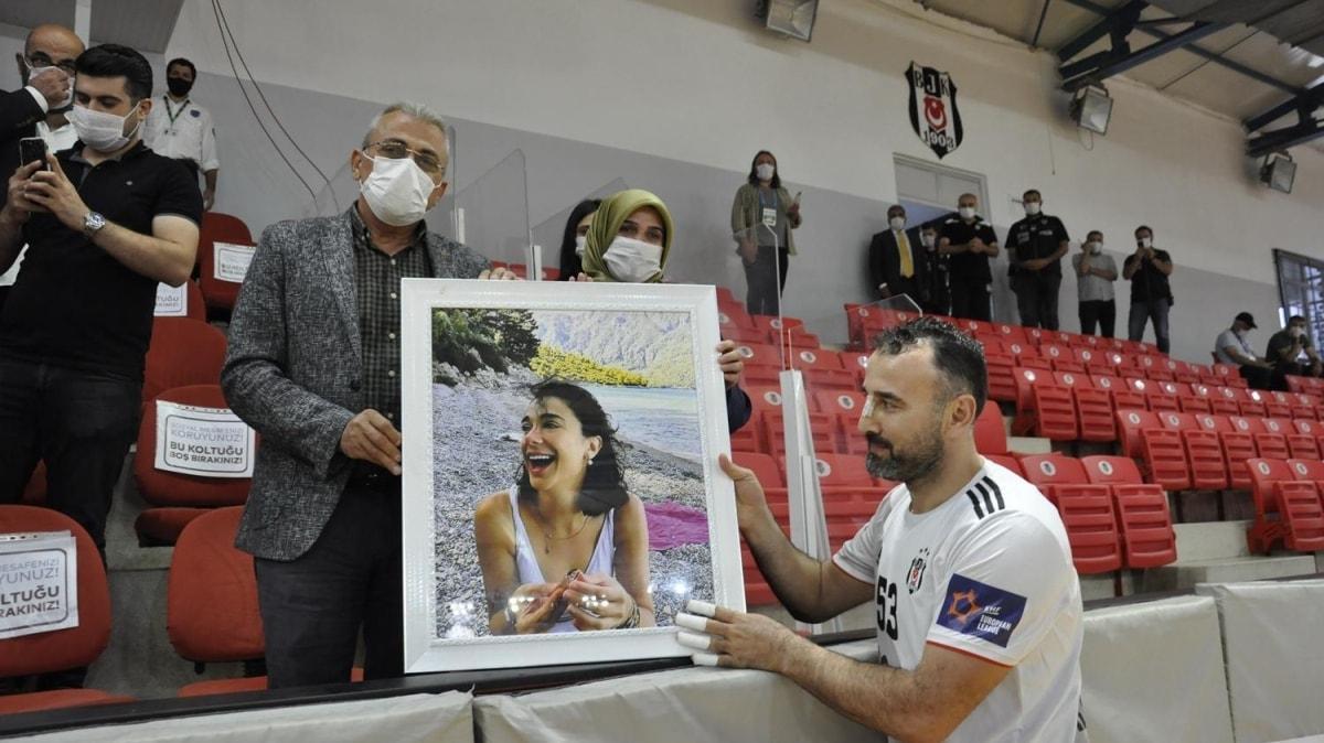 Beşiktaş Başkanı Ahmet Nur Çebi, Pınar Gültekin'in ailesini ağırladı