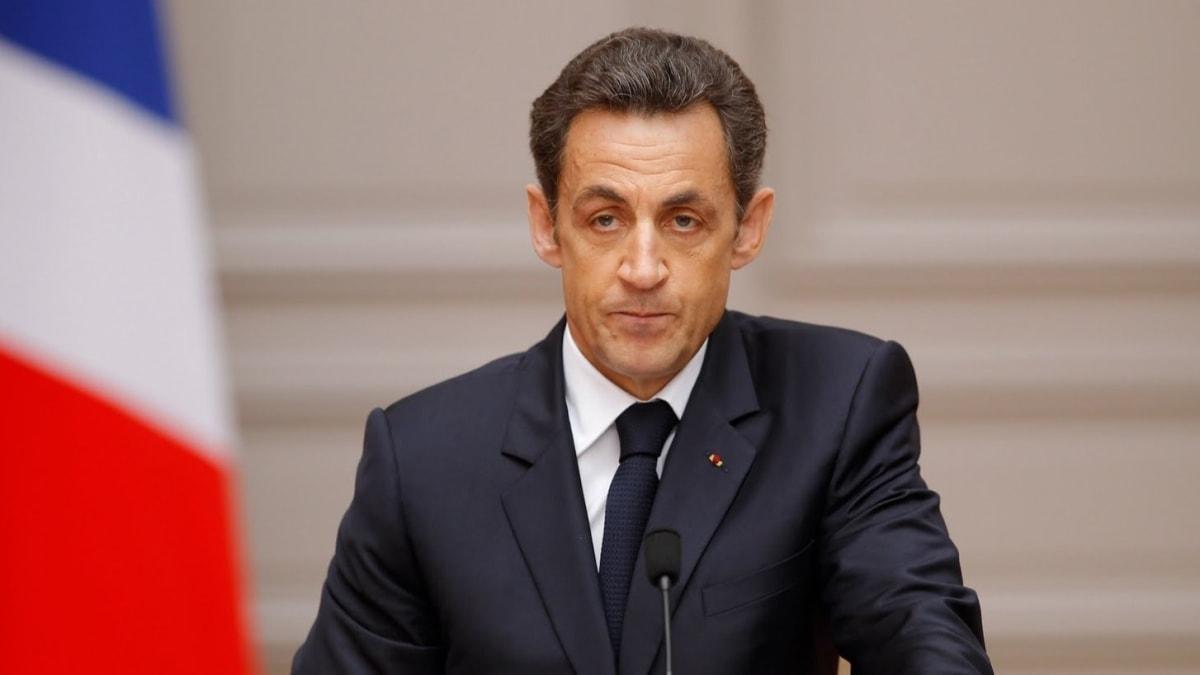 """Sarkozy'e """"suç örgütü kurma"""" suçlaması... Kaddafi'den aldığı parayla kampanyaları yürütmüş"""