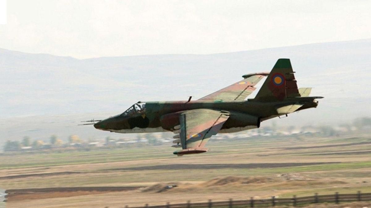 Azerbaycan, işgalci Ermenistan'a ait Su-25 savaş uçağını düşürdü