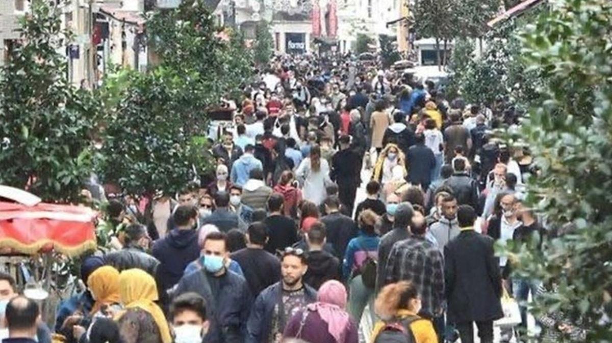 Bakan Koca Taksim'deki görüntüyle uyardı: Sağlam giren hasta çıkar