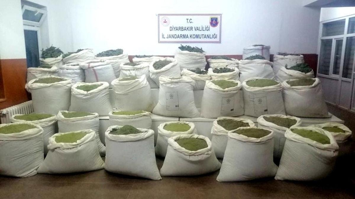 Diyarbakır'da zehir tacirlerine ağır darbe: 994 kilogram esrar ele geçirildi