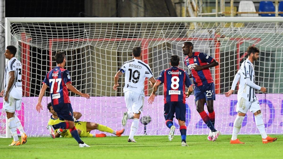 Merih'li Juventus, Crotone ile berabere kaldı