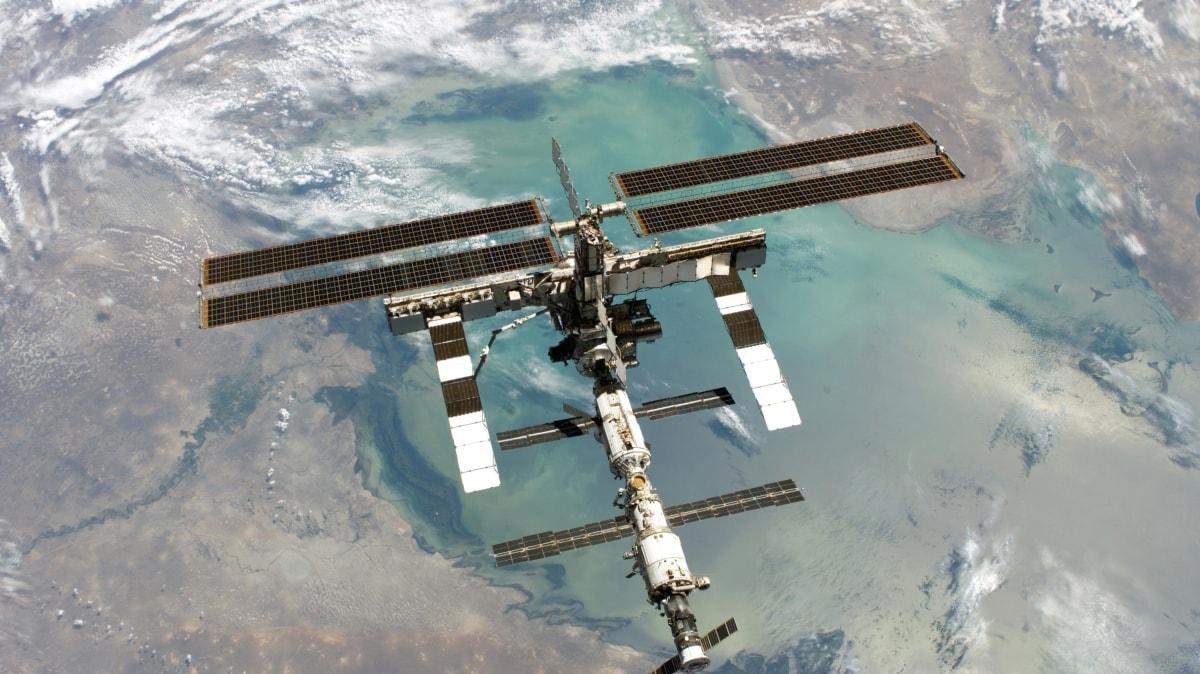 Uzay çöplüğünde kabus teğet geçti... Yörüngede eski iki uydu çarpışmanın eşiğinden döndü