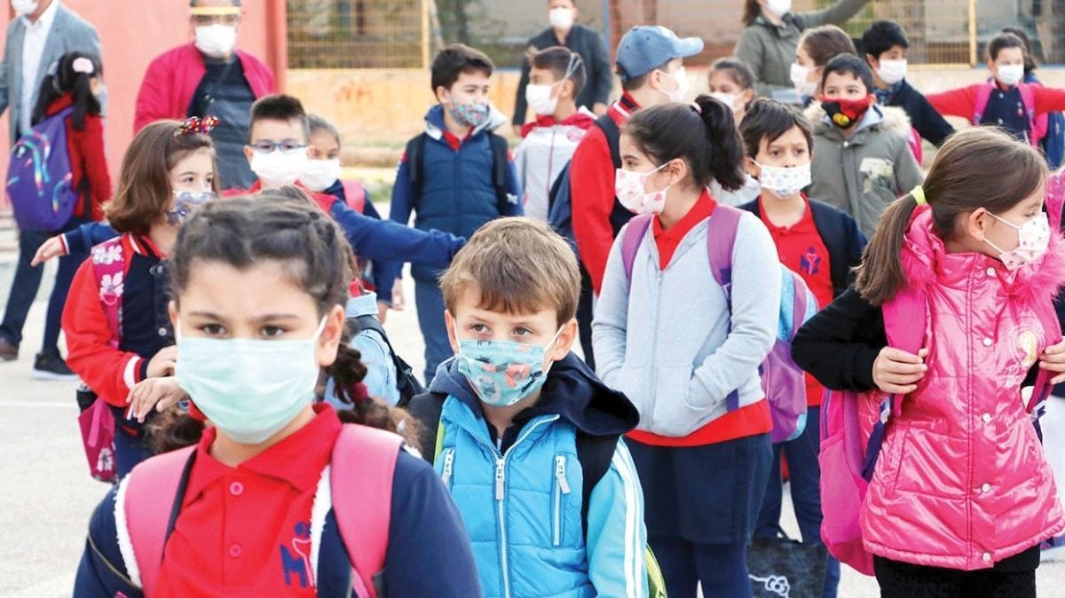 'Maskelerini değiştiren çocuklar virüs bulaştırır'