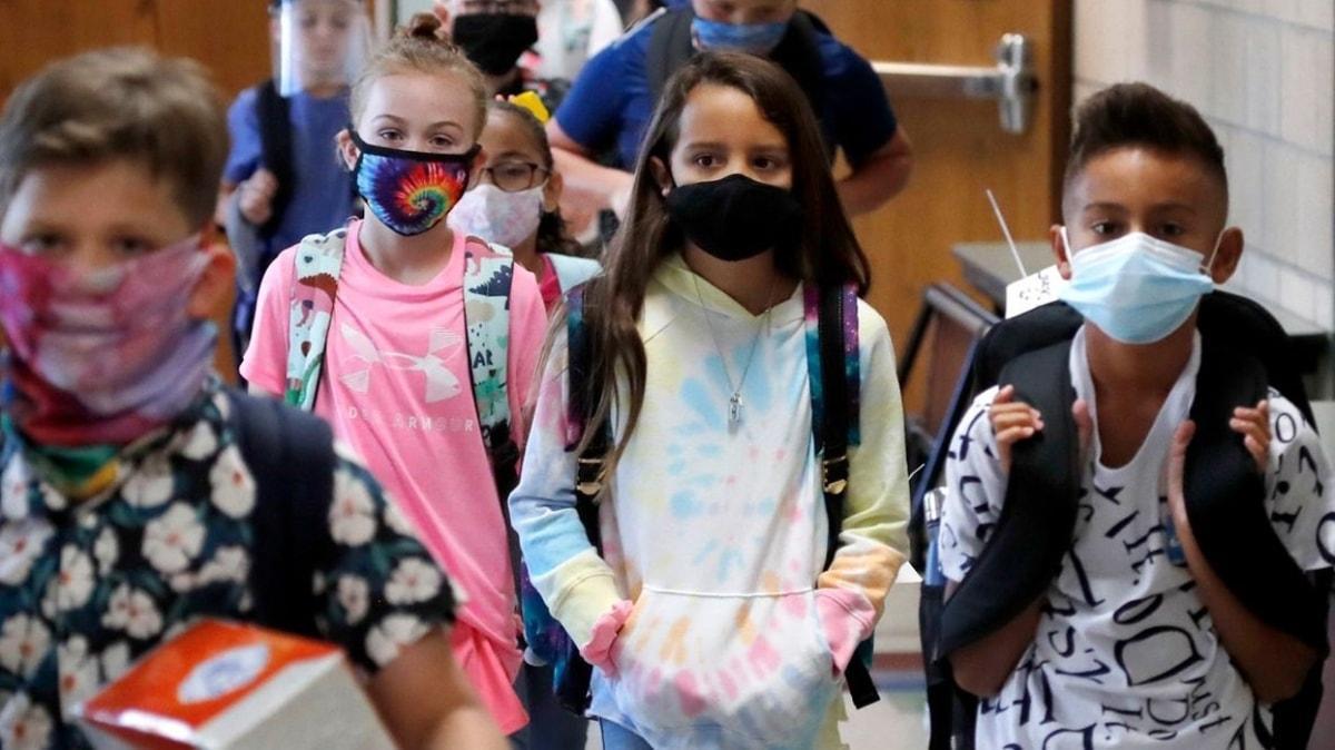 Bakan Selçuk öğrencilerin maske takmaması için yazan velilere isyan etti: Bu artık bir rica değil