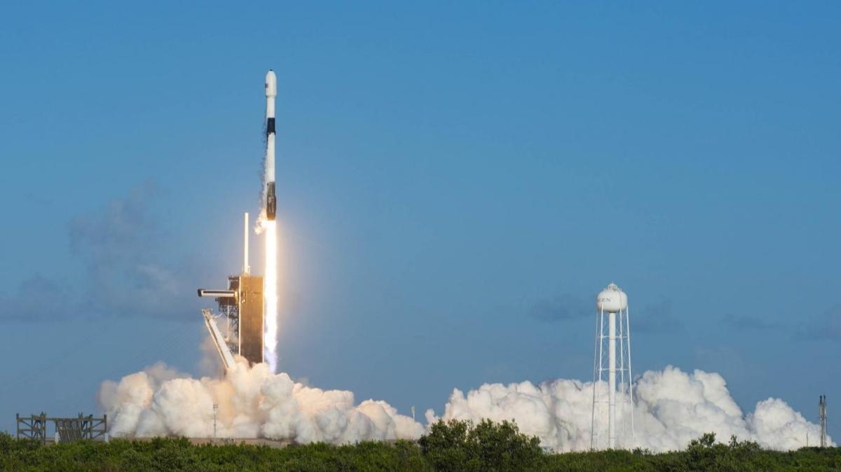 Elon Musk'tan üzücü haber: Starlink uydularının fırlatılışını iptal etti