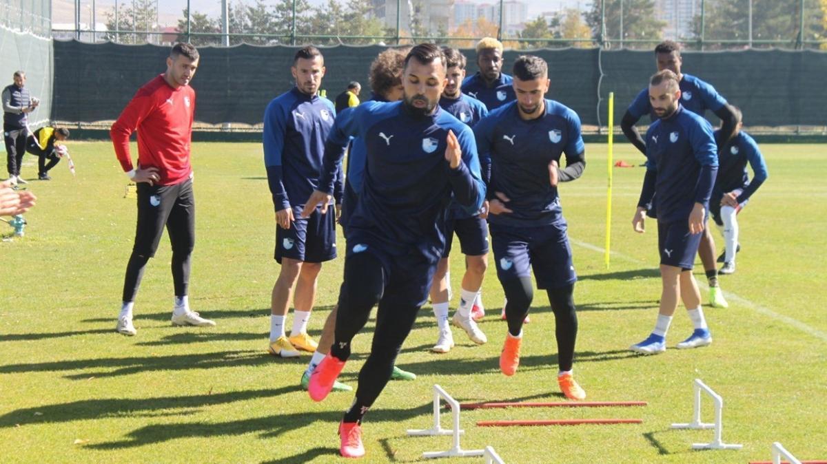 Galatasaray maçına hazırlanan Erzurumspor; top kapma, pas ve pres çalıştı