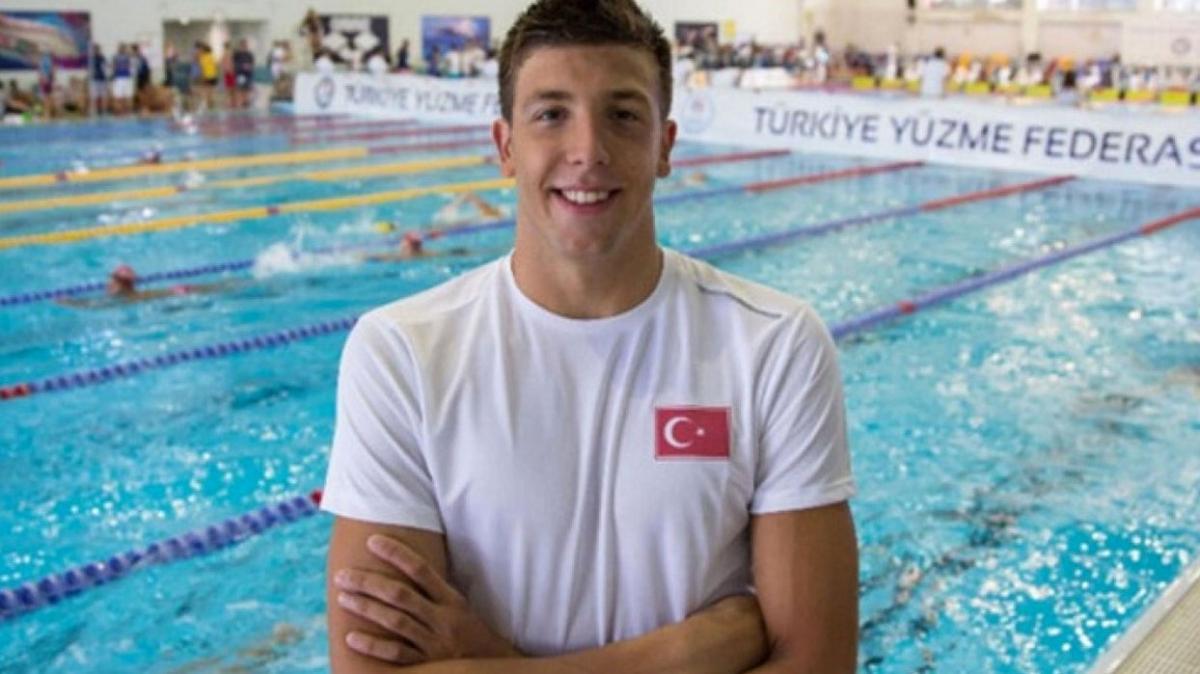 Milli yüzücü Emre Sakçı'nın altın madalya gururu