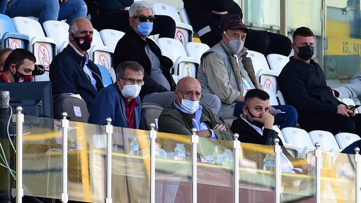 Şenol Güneş, İstanbulspor-Akhisarspor maçını statta takip etti