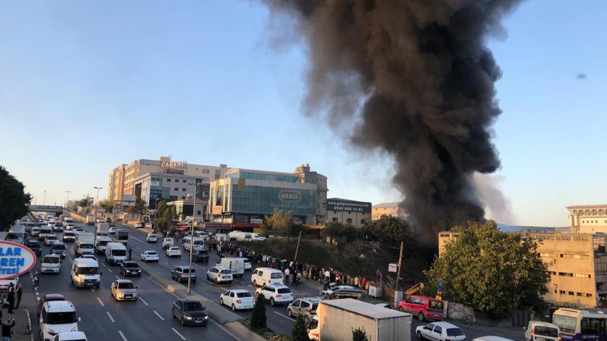 Başakşehir'de plastik fabrikasında yangın söndürüldü