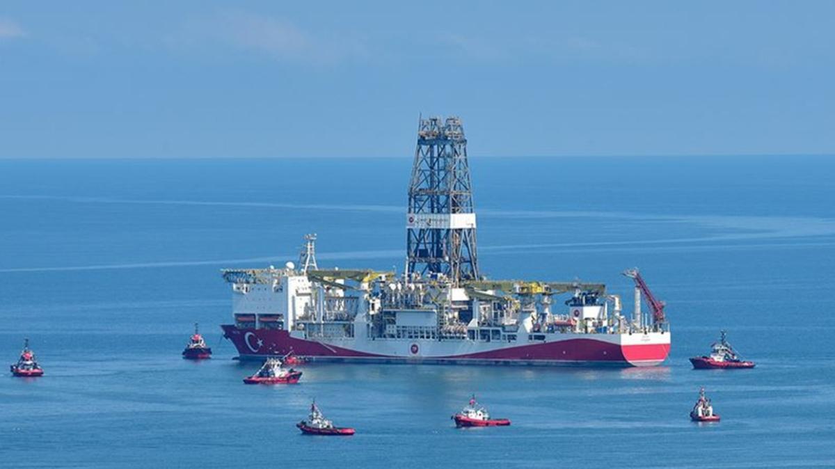"""Milli sondaj gemileri Karadeniz'de birlikte çalışacak: """"Fatih"""" tespit kuyularını kazacak, """"Kanuni"""" test edecek"""