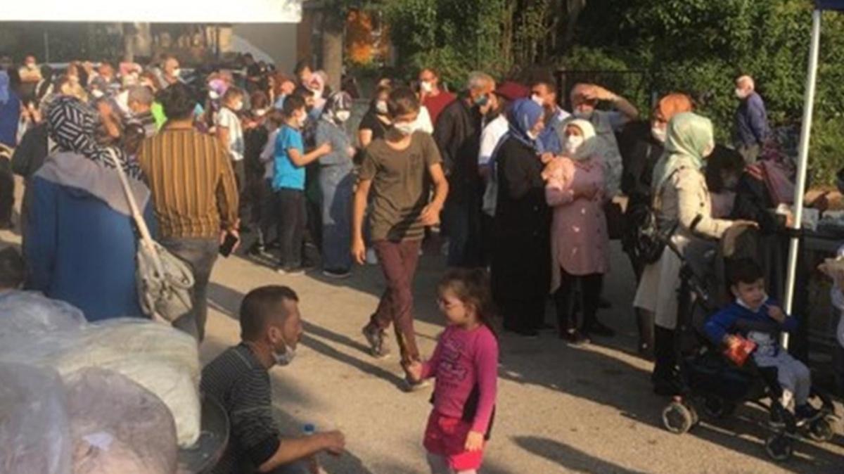 Sakarya'da pes dedirten görüntü: Bedava hamsi için Kovid-19 uyarılarına kulak asmadılar