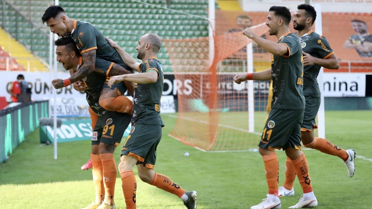 Aytemiz Alanyaspor evinde Fatih Karagümrük'ü 2-0 mağlup etti