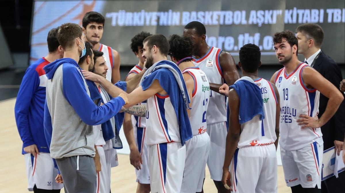 Anadolu Efes'in ertelenen maçı 8 Aralık'ta oynanacak