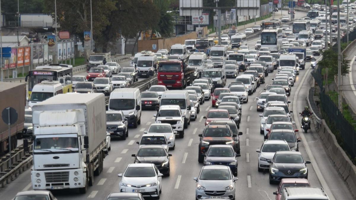 İstanbul'da trafik yoğunluğu: 4 buçuk günlük tatile çıkacak olanlar yola çıktı