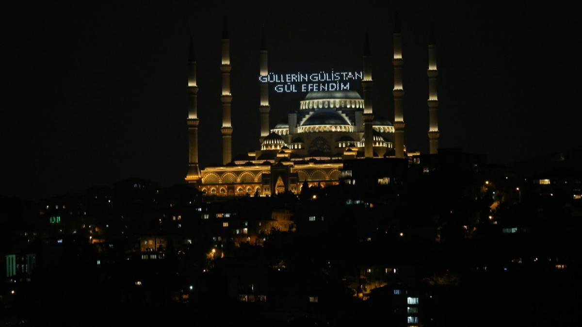 Mevlid Kandili dolayısıyla Büyük Çamlıca Camisine mahya asıldı