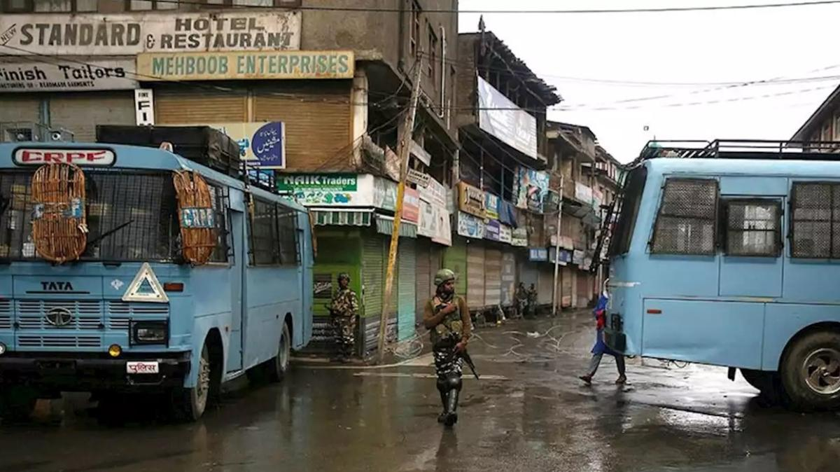 Pakistan'dan Hindistan'a Keşmir şartı: Askeri kuşatmayı kaldırın