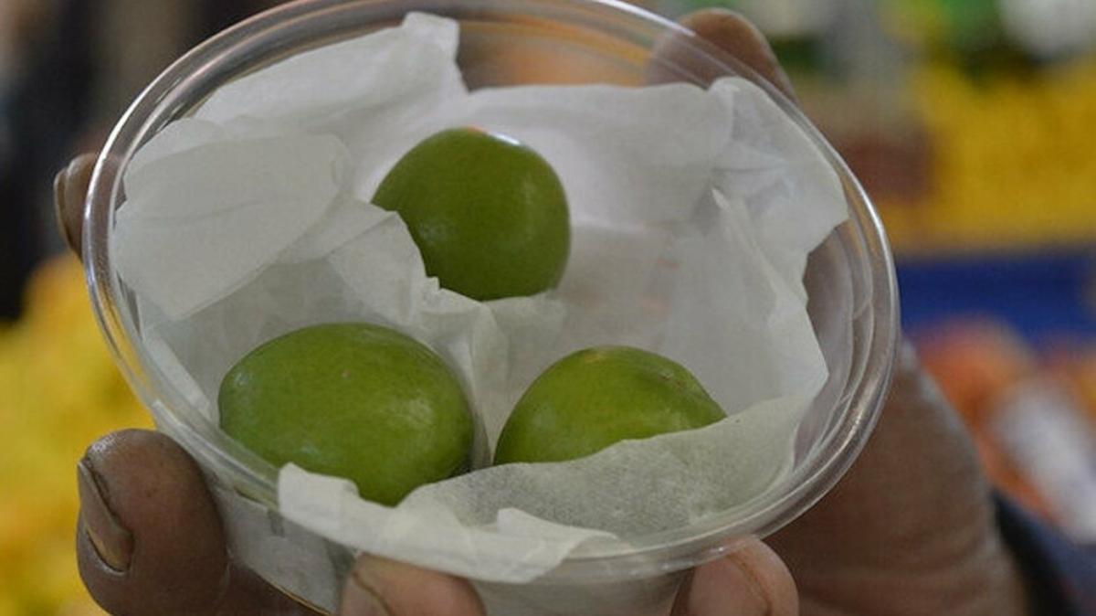 Yeşil eriğin kilosu çeyrek altını geçti: Manavlarda taneyle satılıyor