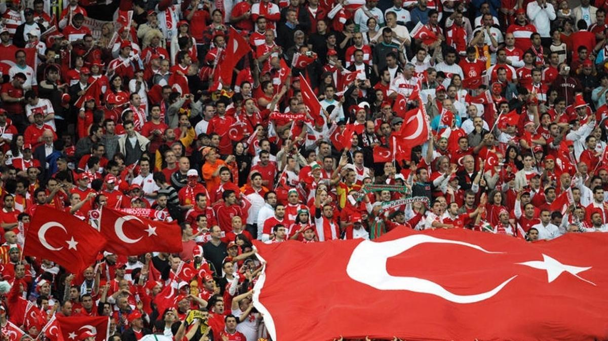 Çanlar Türk futbolu için çalıyor: 30 yıl geriye gittik!