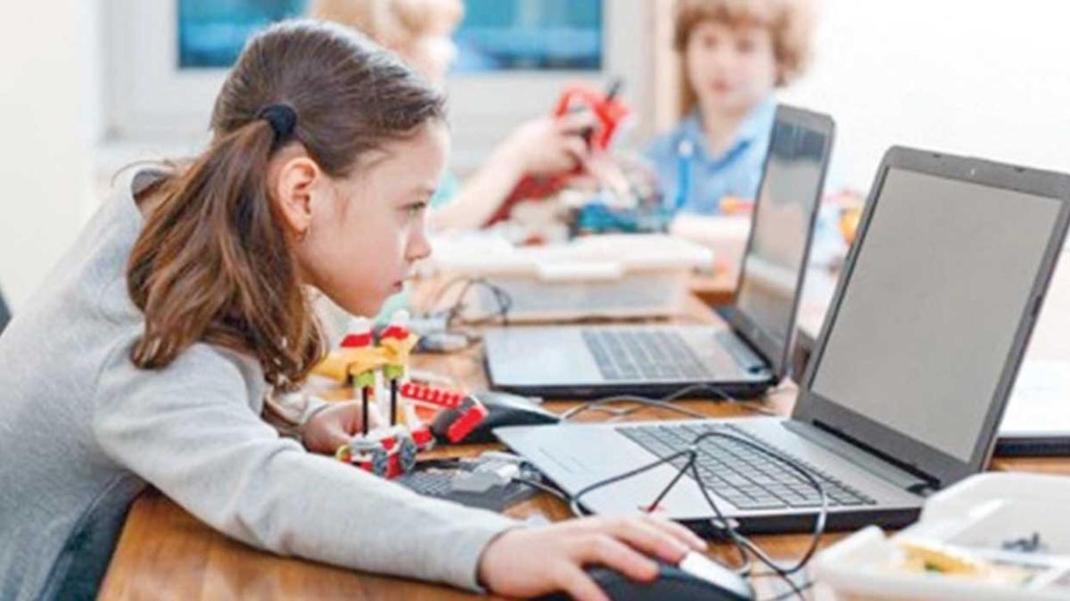 Yarını kodlayanlar 1 yılda 6,6 milyon TL'lik sosyal değer yarattı... Bu çocuklar yarını 'kodluyor'