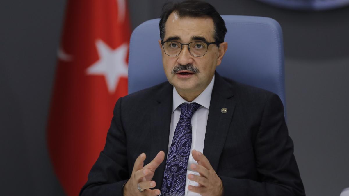 Bakan Dönmez'den deprem bölgesi için elektrik ve doğal gaz açıklaması: Süratle tamamlanacak