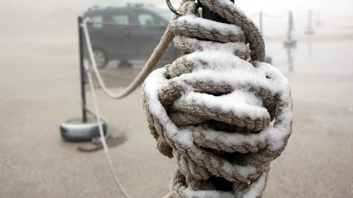 Bolu'nun kayak merkezi Kartalkaya'ya mevsimin ilk karı yağdı