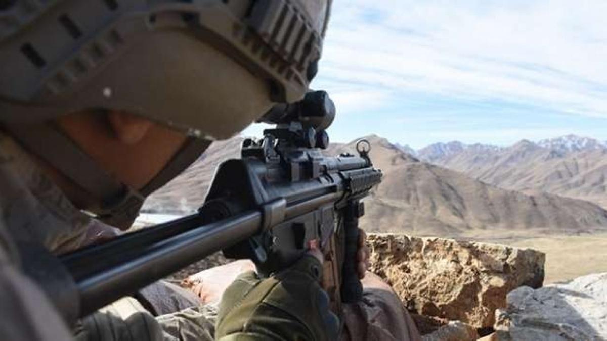 1 PKK'lı terörist güvenlik güçlerine teslim oldu
