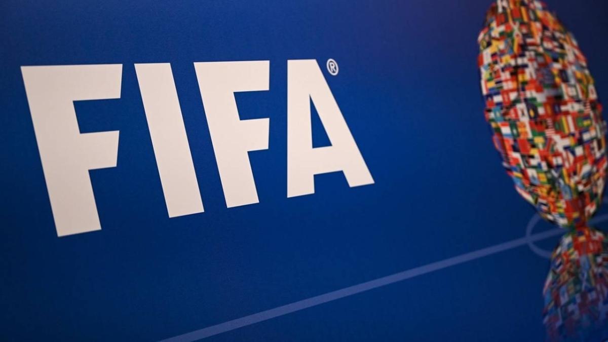 Federasyon başkanlığından sonra FIFA'dan da istifa etti