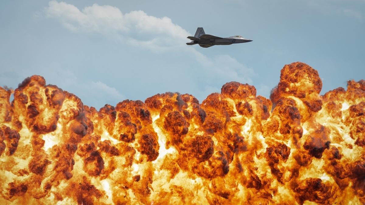 Dünyanın ilk 5.nesil savaş uçağı F-22'ler muhteşem gösterisiyle büyüledi