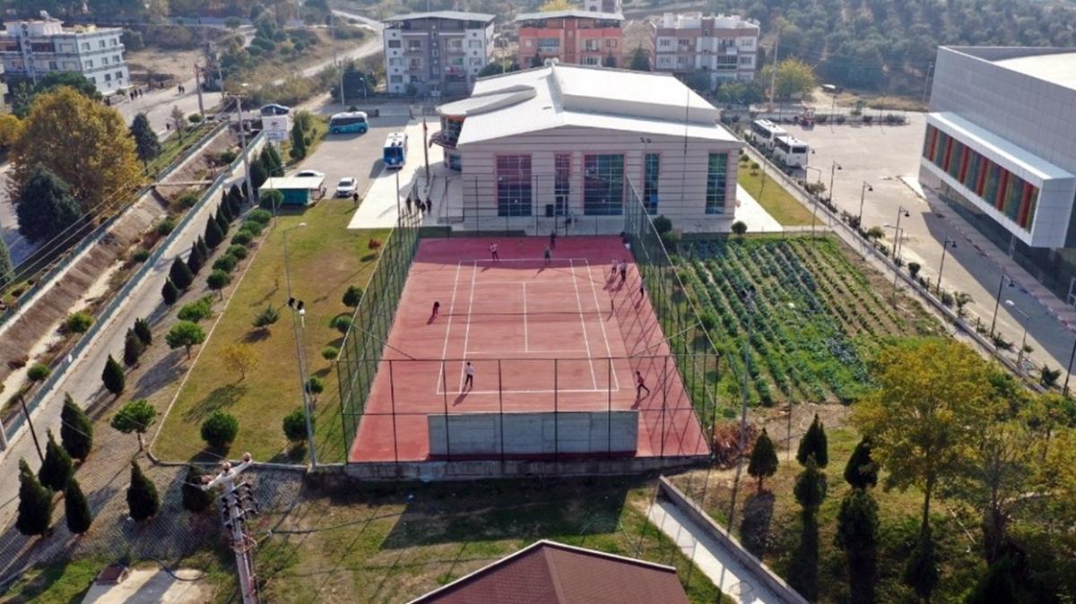 Manisa'ya 4 adet modern tenis kortu yatırımı