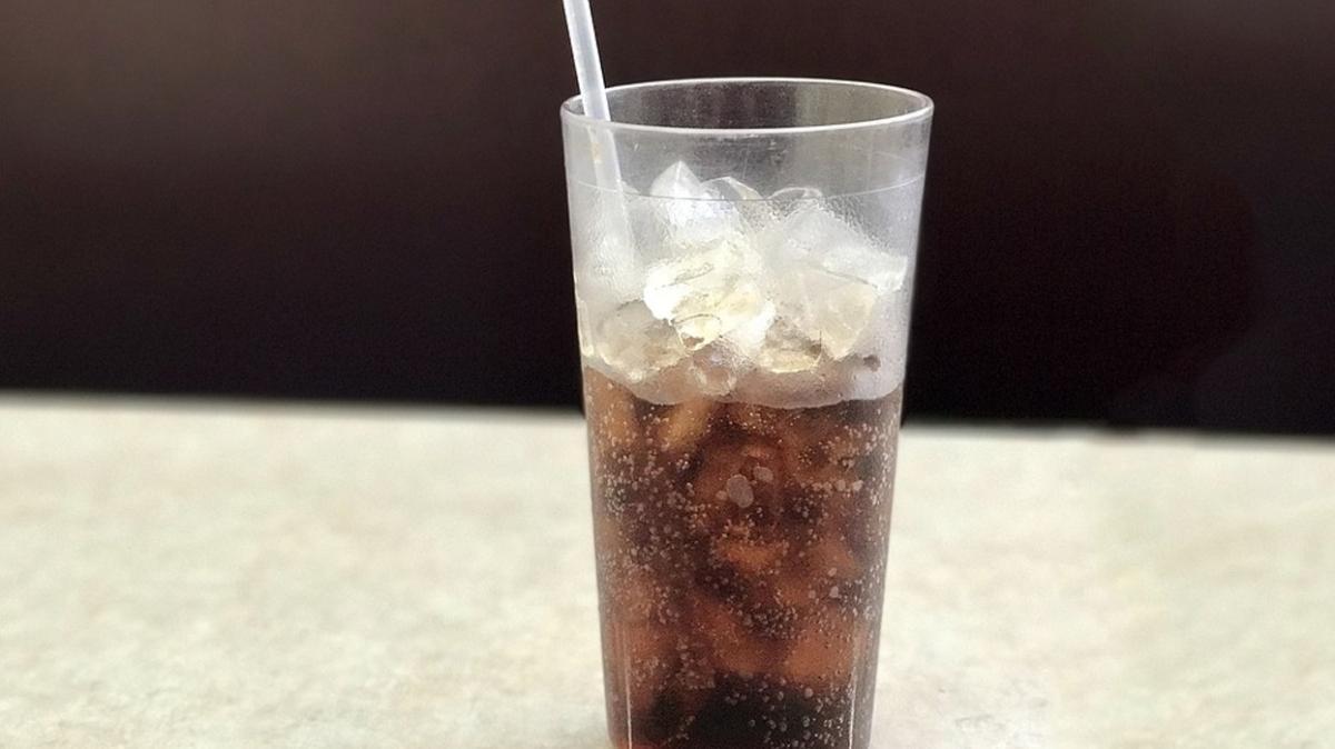 Sık tüketilen gazlı içecekler ergenlikte davranışları değiştiriyor