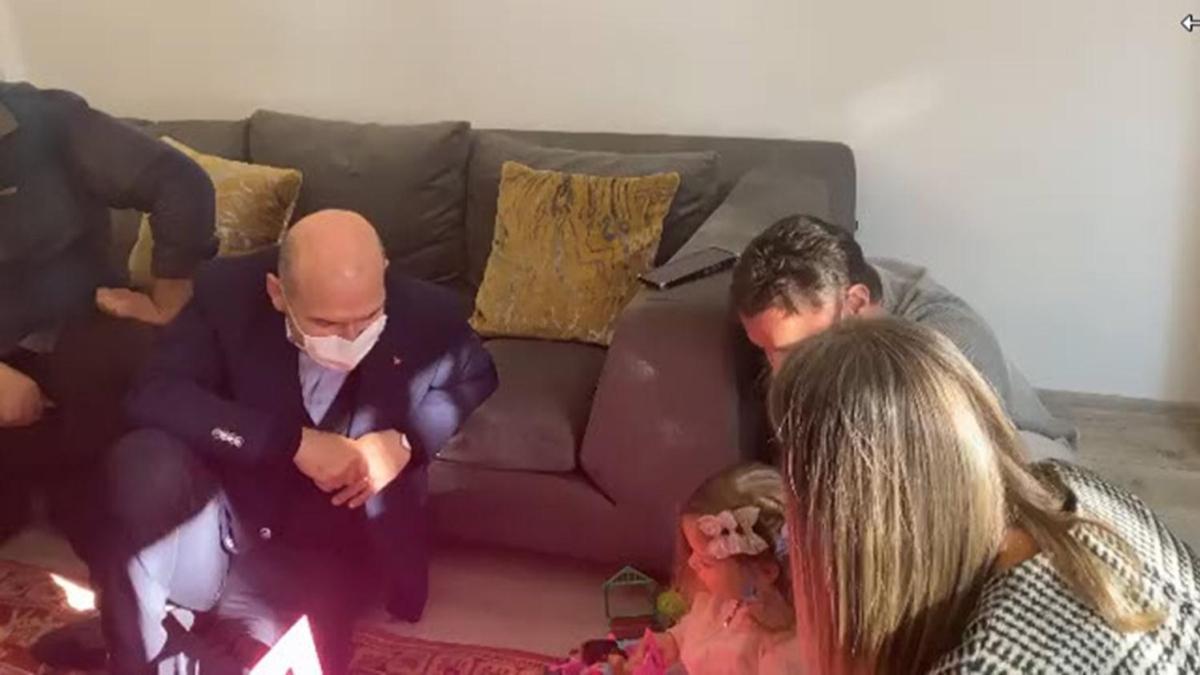 Bakan Soylu ve ünlü şarkıcı Sinan Akçıl'dan minik Ayda'ya ziyaret