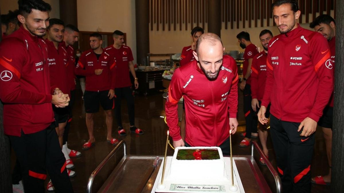 Efecan Karaca'ya sürpriz doğum günü