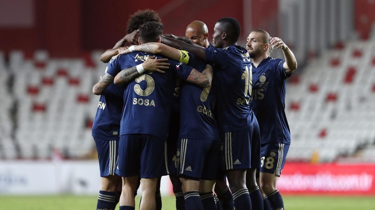 Geçtiğimiz ayın en çok konuşulan takımı Fenerbahçe