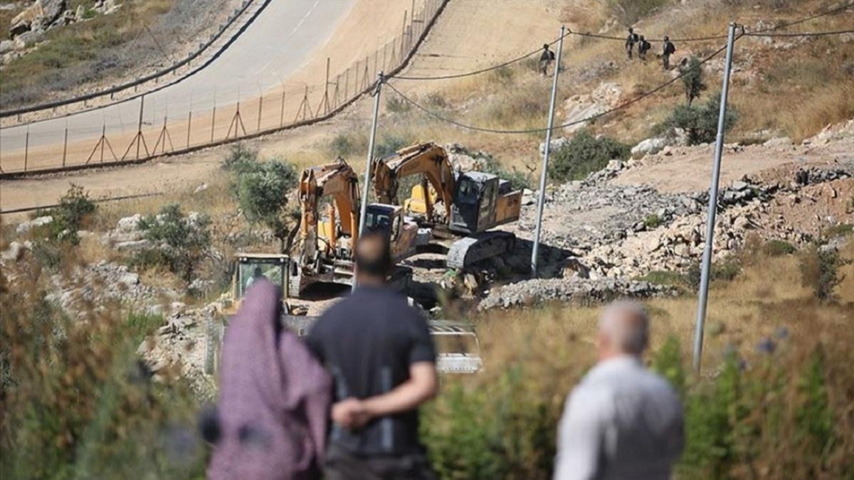 İsrail Batı Şeria'da Filistinlilerin evlerini yıktı