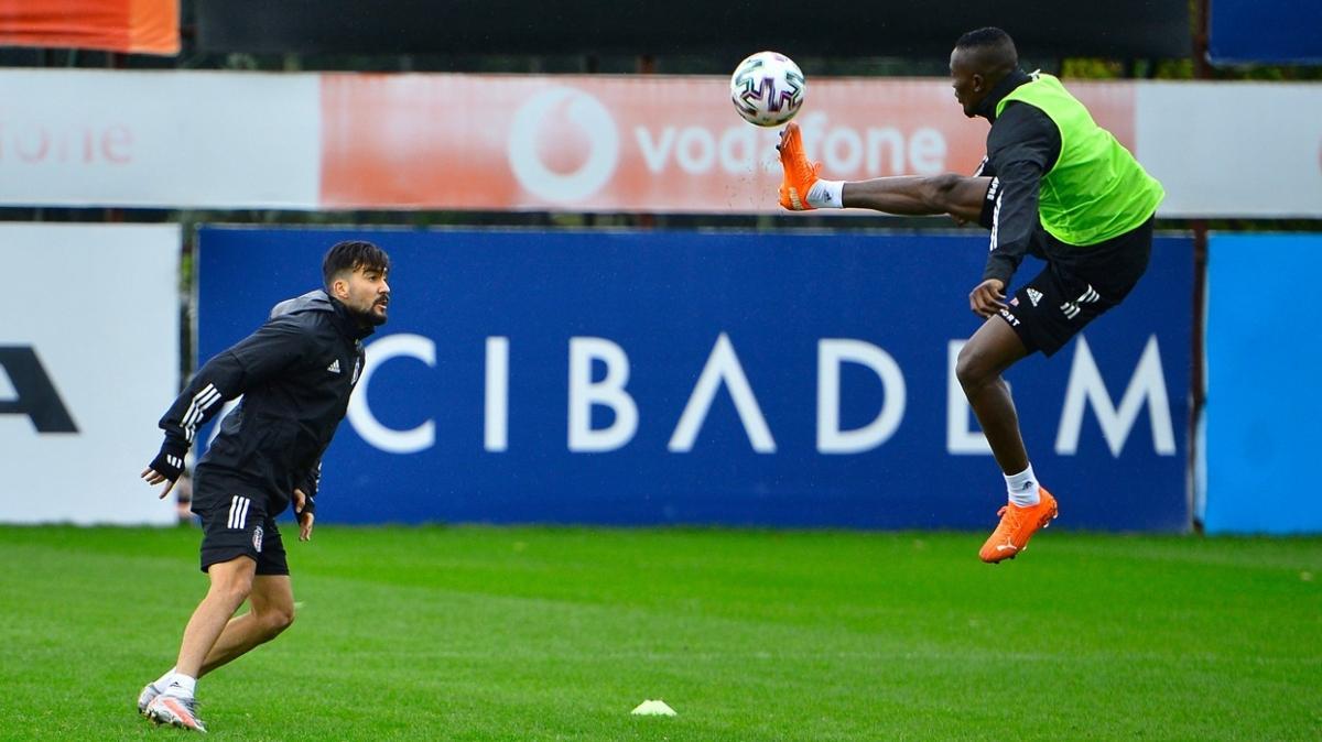 Beşiktaş ayak tenisi, şut ve taktik çalıştı